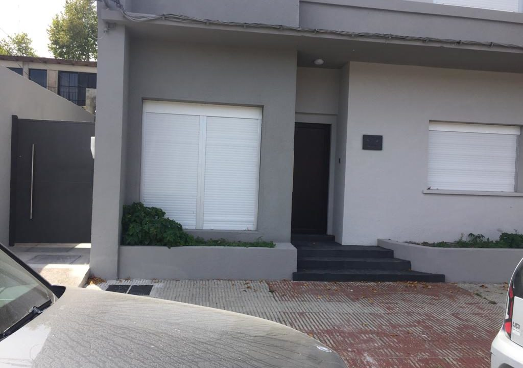 243-Casa alquilar en frente BIT-Colonia-Casa frente-1