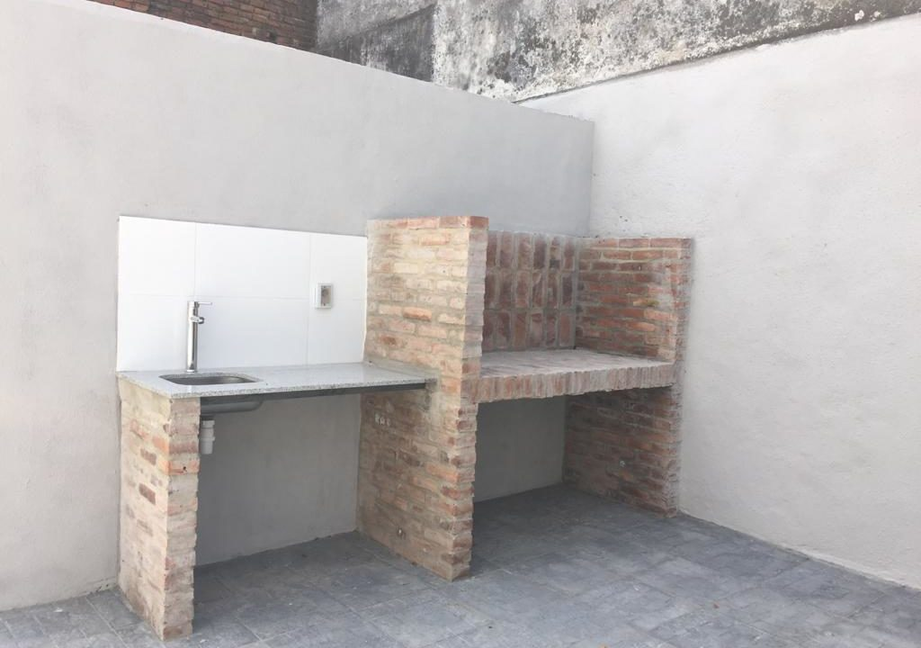 243-Casa alquilar en frente BIT-Colonia-Churrasquera en el patio