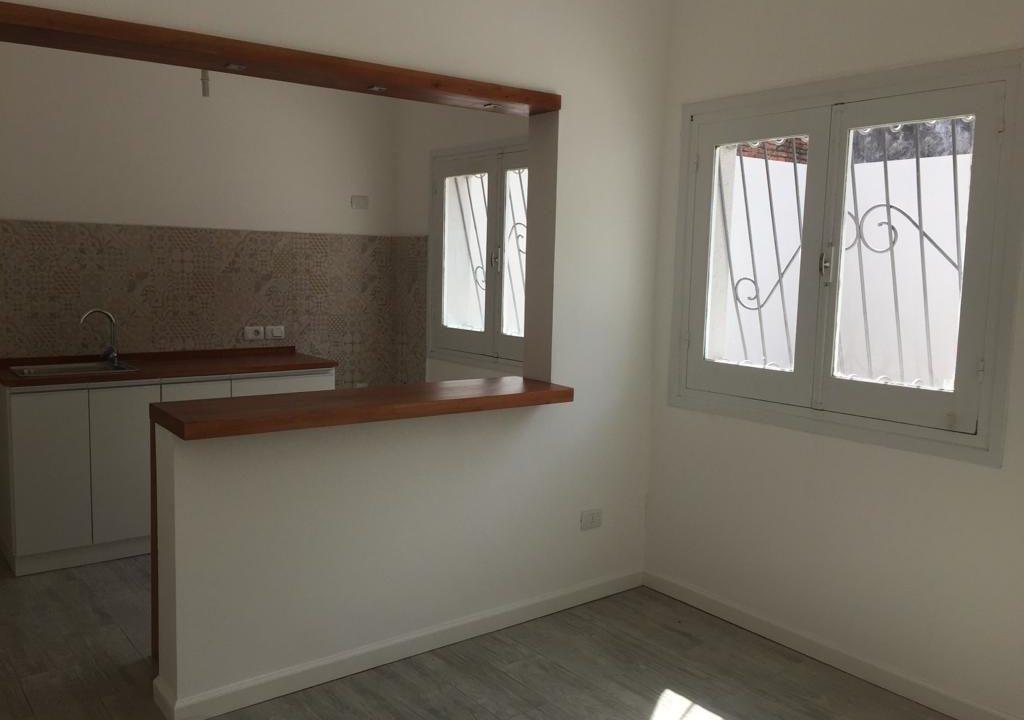 243-Casa alquilar en frente BIT-Colonia-Cocina-Comedor-2